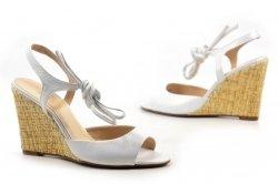 Sandałki 39 koturn LAURA MESSI 1944 skóra białe opalizujące