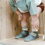 Dziecko krzywo chodzi - dlaczego dziecko stawia krzywo stopę?