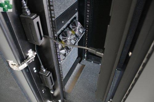 AR4018IX431 Wyciszona meblowa szafa serwerowa - NetShelter CX 18U, wykończenie ciemnoszare