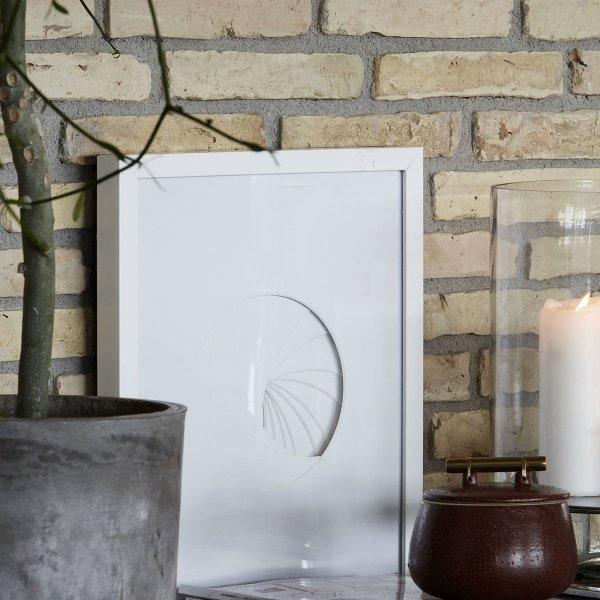 House Doctor ROUND Grafika - Dekoracja Ścienna w Ramie Biała - SQUARE
