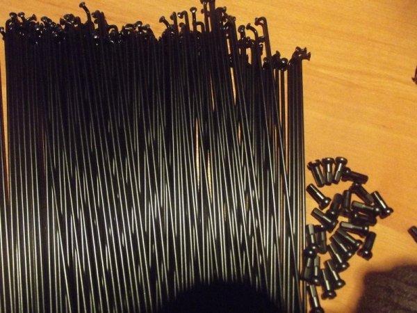 """Szprychy-HT 2.0mm czarne od 252-262 mm (26"""") (2013)"""