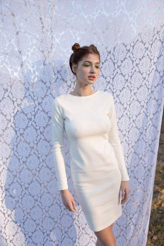 LA060 Sukienka z wycięciem na plecach - ecru