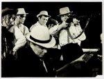 [Teatr Rozmaitości w Krakowie - sceny z przedstawienia Dallas w samo południe]. [XII 1965]. Zestaw 4 fotografii autorstwa Zbigniewa Łagockiego w Krakowie