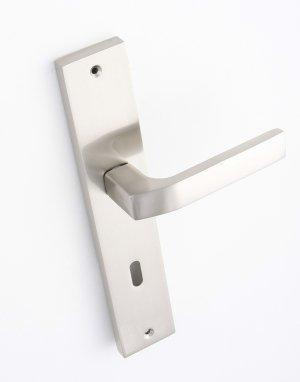Klamka BINGO do drzwi wewnętrznych na szyldzie długim na klucz KGB_311A