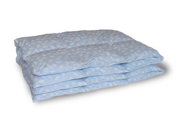 Kołdra z półpuchu 160x200 cm Niebieska w białe piórka.