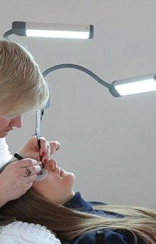 Lampy do przedłużania rzęs, manicure