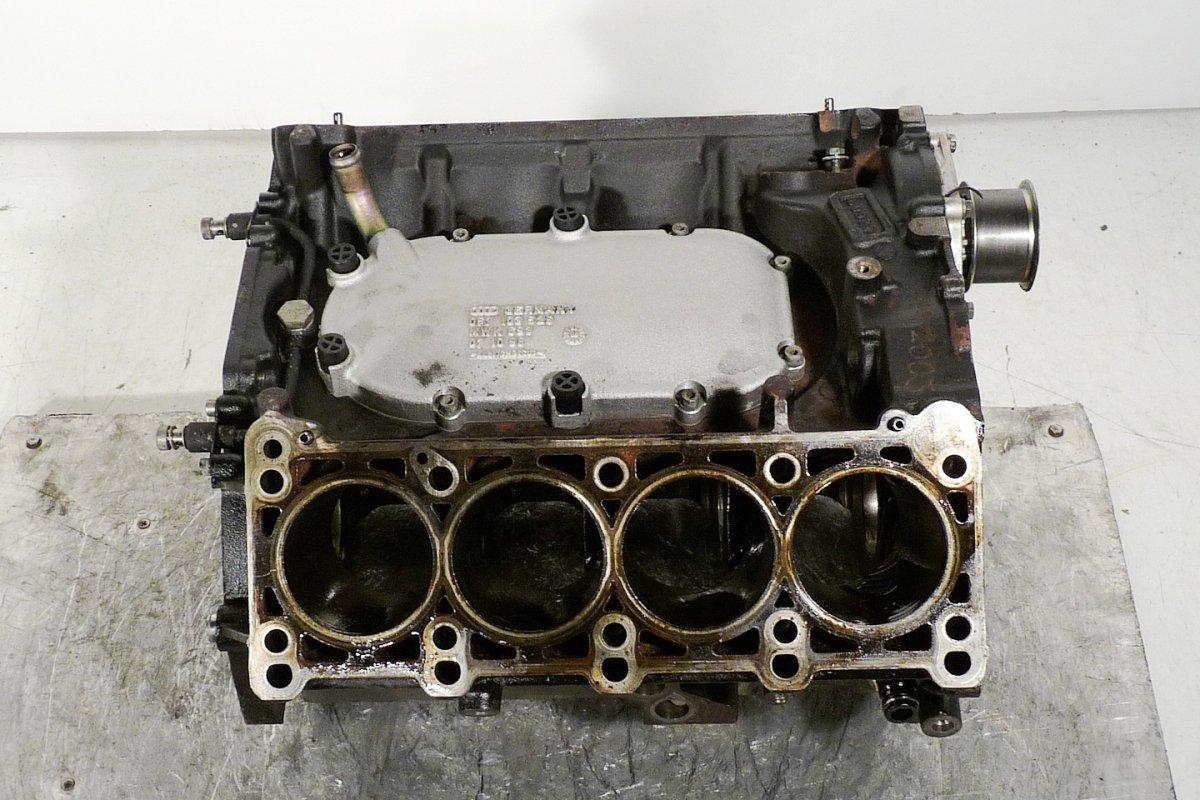 Blok Silnika V8 Na Stolik Audi A8 Pod Maską A8 1994 2002