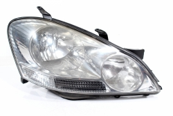 Reflektor prawy Toyota Avensis Verso 2002 EU