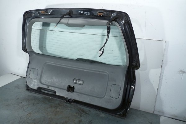 Klapa bagażnika tył Toyota Avensis Verso 2004