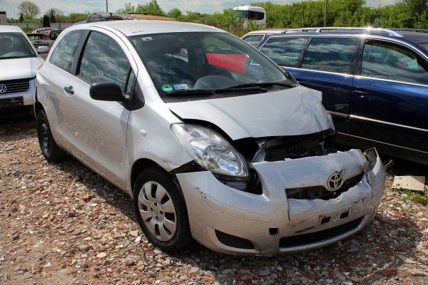 Toyota Yaris II XP90 2009 1.0VVTI 1KR-FE Hatchback 3-drzwi