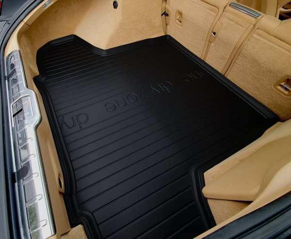 Mata bagażnika SKODA Rapid Liftback 2012-2019 wersja z bocznymi wnękami