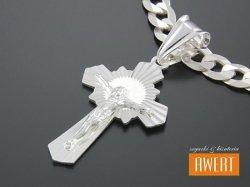 Krzyżyk srebrny diamentowany z postacią Jezusa