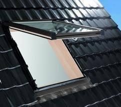 Dachfenster Roto Designo R89G H WD Klapp-Schwingfenster aus Holz blueTec Plus mit Wärmedämmblock www.house-4u.eu