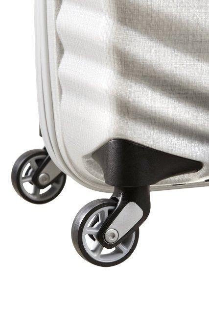 Bagaż posiada cztery koła, które umożliwiająwygodne prowadzenie bagażu