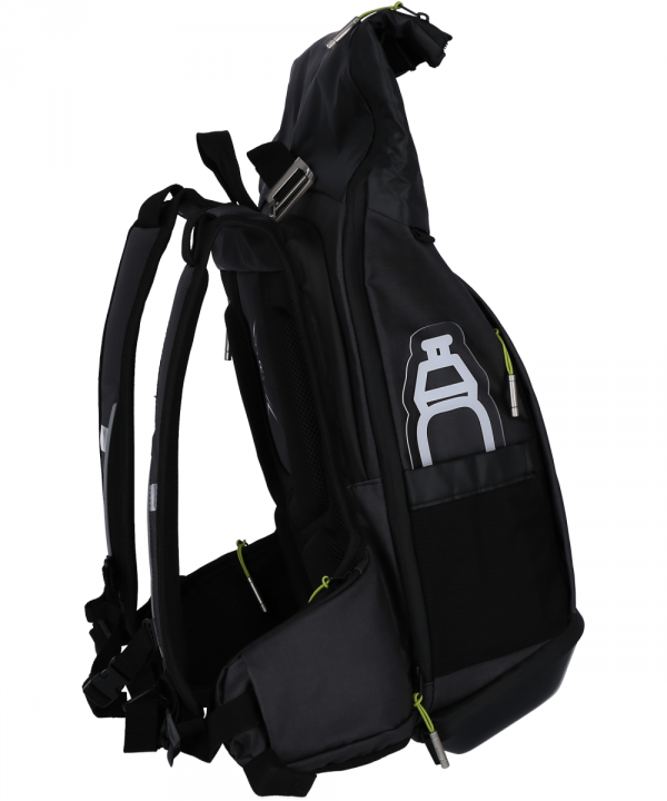 """Plecak posiada oddzielna kieszeń na laptopa 15,6"""" zapinaną na suwak."""
