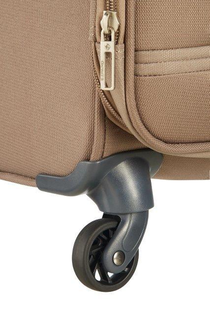 Bagaż posiada cztery mocne obrotowe koła, które umożliwiają łatwe prowadzenie bagażu w każdym kierunku