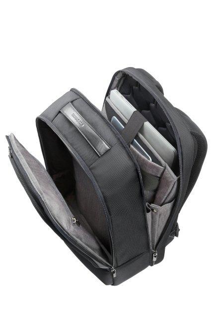 Plecak posiada dwie komory główne z miejscema na latopa oraz miejscem na tablet