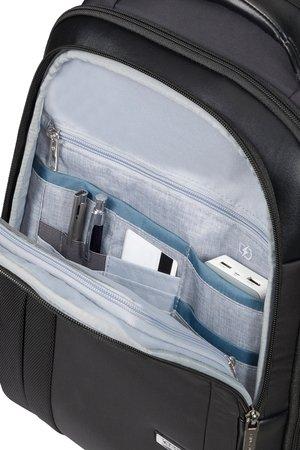 Plecak na zewnątrz posiada kieszen na podręczne rzeczy