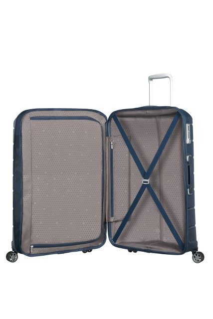 Bagaż posiada wewnątrz pasy spinające ubrania, małą kieszeń oraz przekładke oddzielającą dwie części bagażu zamykaną na suwak