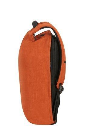 Plecak posiada boczne kieszenie, do których dostęp jest możliwy od tyłu, tak samo jak dostęp do komory głównej. Plecak posiada również kieszeń z ochroną RFID