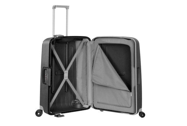 Bagaż posiada dwie komory do pakowania. Jedna komora zamykana na suwak, druga komora z pasami krzyżowymi do zapięcia ubrań