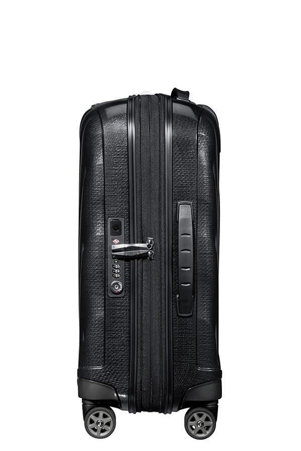 Bagaż ma możliwość zwiększenia swojej pojemności poprzez rozsunięcie dodatkowego suwaka, który znajduje się wewnątrz walizki. Walizka posiada zamek szyfrowy TSA oraz port USB