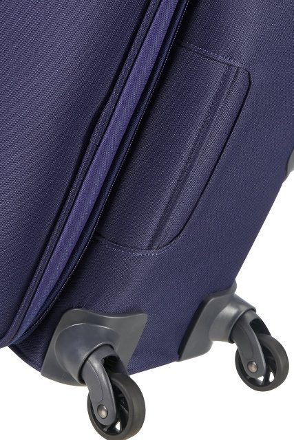 Bagaż posiada uchwyt na spodzie bagażu, co umożliwia wygodne chwycenie torby przy podnoszeniu