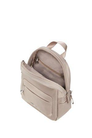 Plecak wewnątrz posiada jedną większą komore, małą kieszeń zamykaną na suwak, smycz na klucze