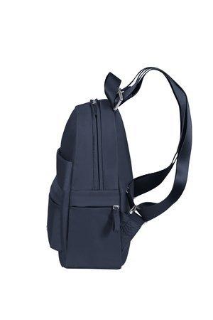 Plecak posiada małe boczne kieszenie oraz regulowane szelki i górny uchwyt