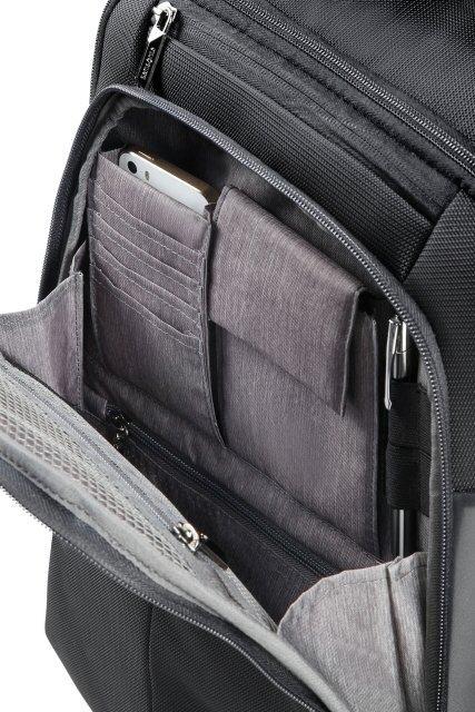 Plecak na przodzie posiada kieszeń organizacyjąną na wszystkie podręczne przedmioty