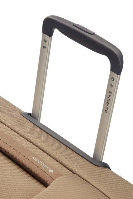 Bagaż posiada wyciagany, stopniowany stelaż do wygodnego prowadzenia