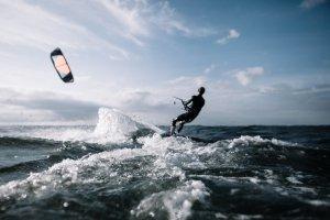 Kitesurfing – dlaczego warto?
