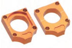 Accel napinacz tylnej ośki ze śrubą - KTM (00-10) - pomarańczowy