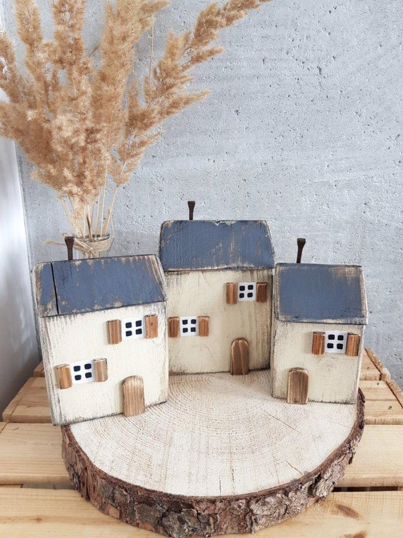 Drewniany domek beż