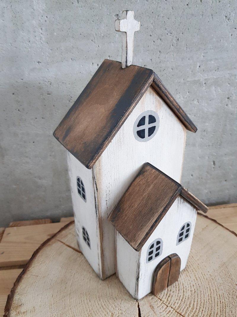 Drewniany kościół biały