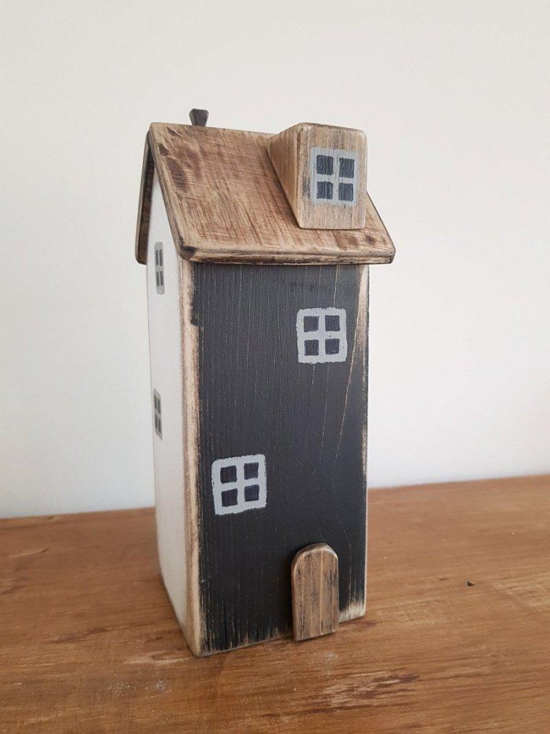 Drewniany domek czarny/biały