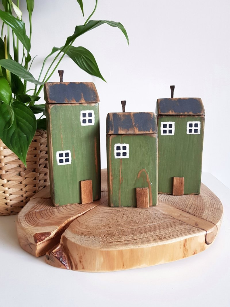 Drewniany domek zielony