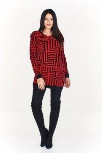 Dłuższy sweter w geometryczne wzory z subtelnym dekoltem w serek