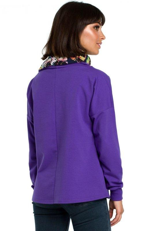 B084 Bluza z wysokim kołnierzem we wzór fioletowa