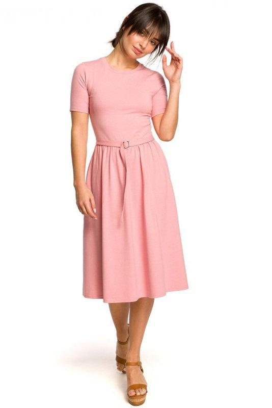 B120 Sukienka z paskiem i klamerką - różowa