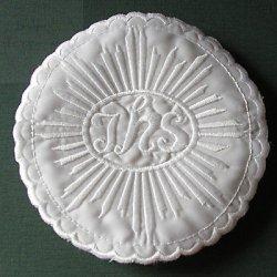 Emblemat haftowany IHS biały, hostia