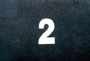Cyferka drewniana biała 2 - 1szt