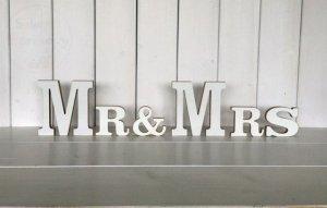 Litery drewniane w kolorze białym Mr&Mrs