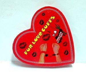 Kajdanki na ręce w pudełeczku w kształcie serca