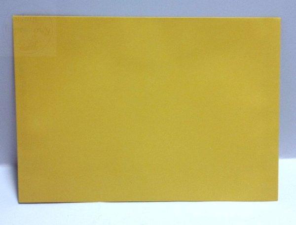 Koperta w kolorze żółtym o wymiarach 17,5 x 12,5cm