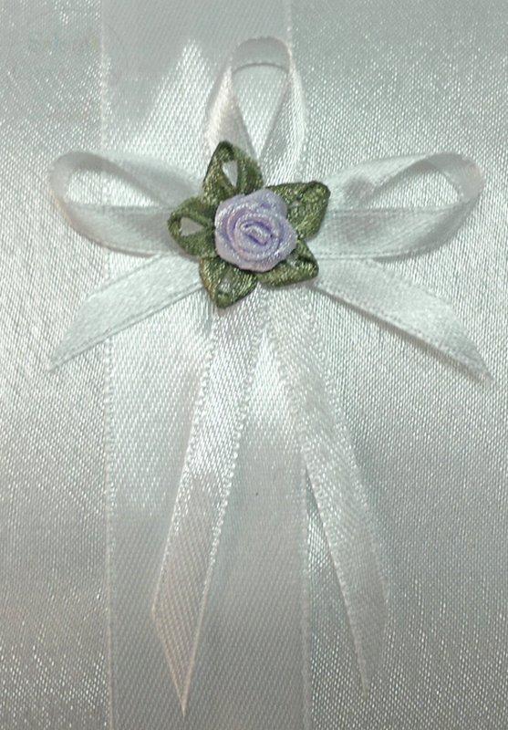 Butonierki białe z jasno fioletową różyczką 1szt