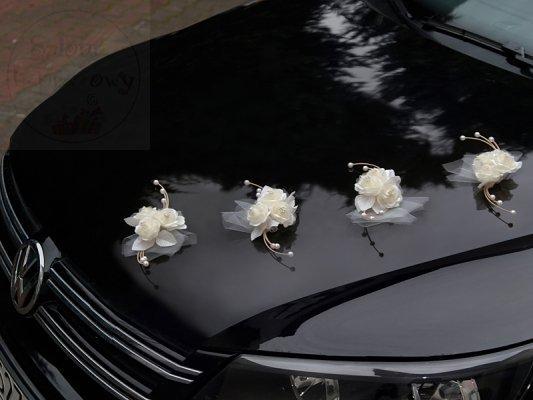 Ratanowy bukiecik z różyczkami - kremowy 1szt