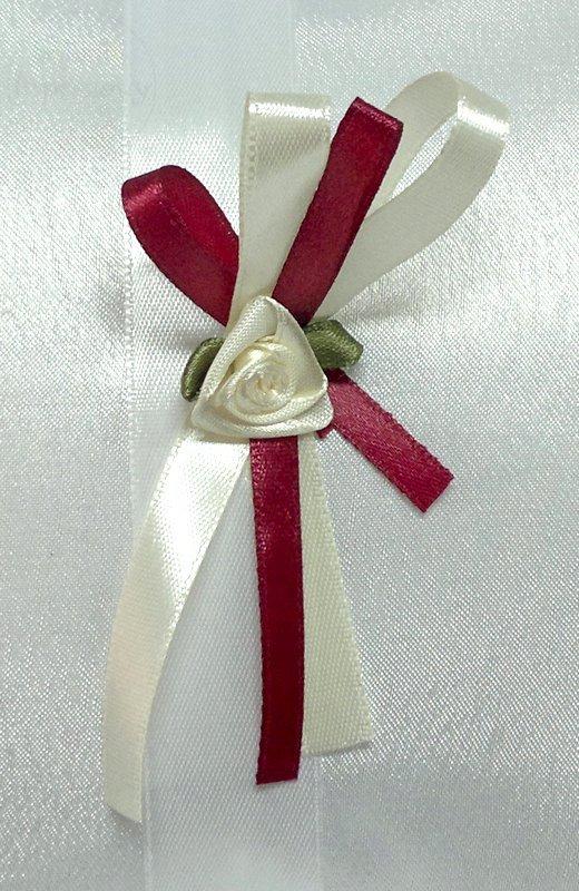 Kotylion z kremową rózyczką