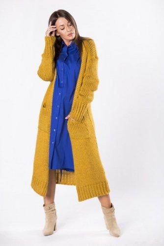 długi sweter z grubym splotem i kieszeniami z przodu