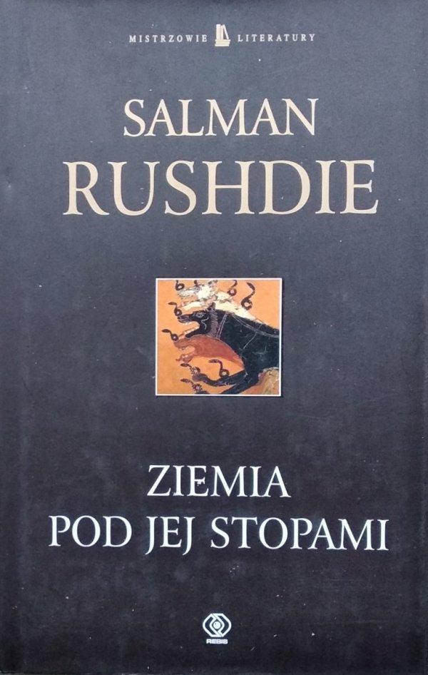 Salman Rushdie • Ziemia pod jej stopami